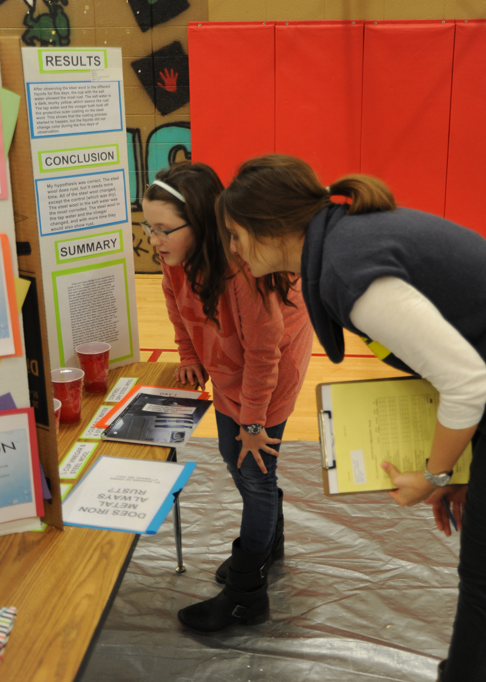 Volunteer judges help science fair inspire students to