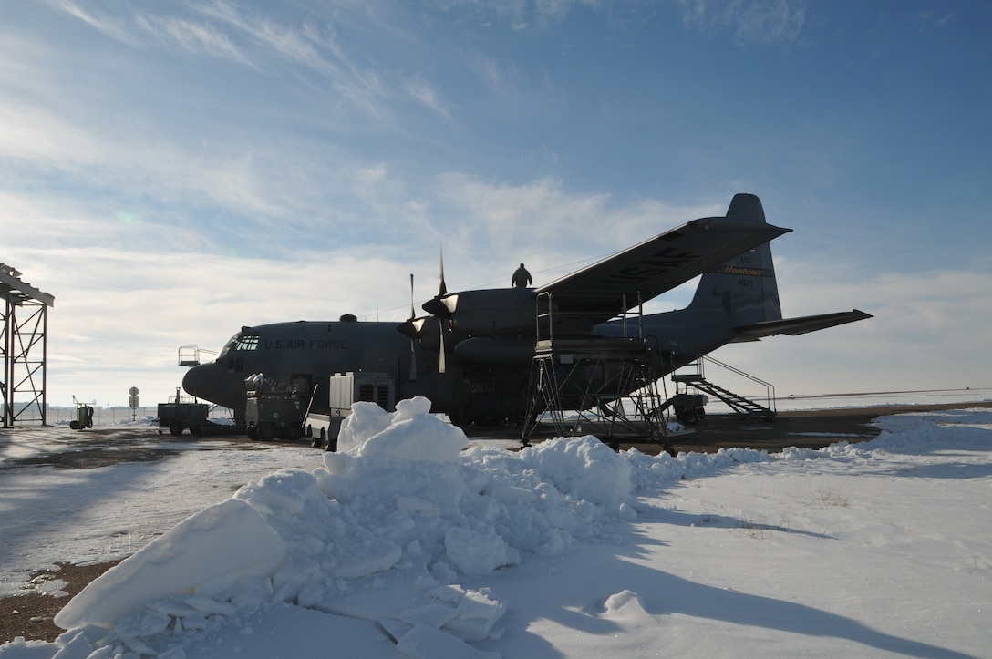 120th Airlift Wing maintainers perform a home station check on a C-130 Hercules in the harsh Montana weather Jan. 6, 2016. A HSC is a medium range inspection due every nine months. (U.S. Air National Guard photo by Senior Master Sgt. Eric Peterson/Released)