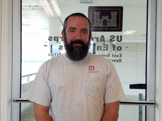 NASHVILLE, Tenn. July 17, 2016.) – Bobby Breazeale, a Lock and Dam Equipment Mechanic stationed at Fort Loudon Lock, is the Nashville District Employee of the Month for May 2016.