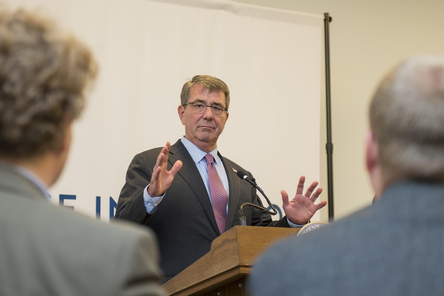 Defense Secretary Ash Carter talks to attendees during a meeting at the new Defense Innovation Unit Experimental.