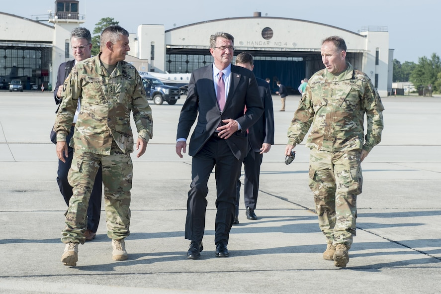 Defense Secretary Ash Carter, center, meets with Army Lt. Gen. Stephen Townsend, left, XVIII Airborne Corps commanding general, and Army Gen. Robert Abrams, right, U.S. Army Forces Command commander.