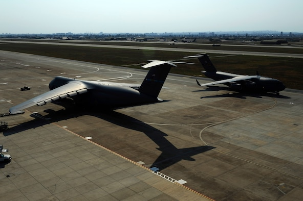A U.S. Air Force C-17 Globemaster III taxis for departure July 22, 2016, at Incirlik Air Base, Turkey. Due to an extended loss of commercial power to the base, supplies, including food, water and fuel were delivered to sustain missions here at Incirlik. (U.S. Air Force photo by Airman 1st Class Devin M. Rumbaugh)