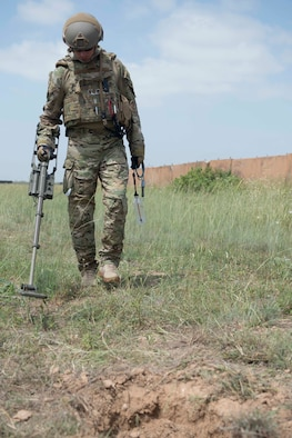 U.S. Air Force Tech. Sgt. David Csizmar, 39th Civil Engineer Squadron explosive ordnance disposal craftsman, scans an area with a mine detector during a training exercise May 17, 2016, at Incirlik Air Base, Turkey. The mine detector confirmed a clear and safe path to a simulated improvised explosive device. (U.S. Air Force photo by Senior Airman John Nieves Camacho/Released)