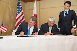 Defense Secretary Ash Carter signs a reciprocal defense agreement with Japanese Defense Minister Gen Nakatani in Singapore, June 4, 2016. DoD photo by Navy Petty Officer 1st Class Tim D. Godbee