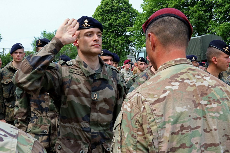 French paratroopers and members of the 82nd Airborne Division exchange wings