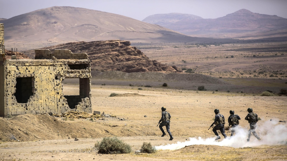 Members of the Jordanian 77th Marines Battalion advance down range during the Eager Lion 16 final exercise in Al Quweyrah, Jordan, May 24, 2016. Eager Lion is a recurring exercise between partner nations designed to strengthen military-to-military relationships, increase interoperability, and enhance regional security and stability.
