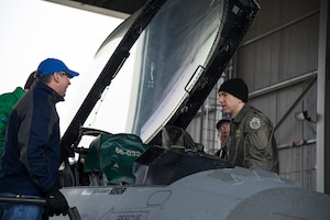 U.S. Air Force Lt. Col. Mike Blair a pilot with the 134th Fighter Squadron, 158th Fighter Wing, Vermont Air National Guard, gives a tour of a F-16 Fighting Falcon to civilian pilots at the Burlington International Airport, April 8, 2016. Vermont Air National Guard pilots and civilian pilots from New England all gathered to discuss flying in the skies together.(U.S. Air National Guard photo by Airman 1st Class Jeffrey Tatro)