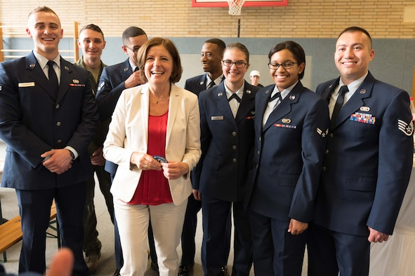 Malu Dreyer, minister-president for Rheinland-Pfalz, center left, smiles with U.S. Air Force Airmen and Soldiers stationed in Germany during a youth reception at the 33rd annual Rheinland-Pfalz state fair in Alzey, Germany, June 3, 2016. Five Airmen assigned to Spangdahlem Air Base, Germany, participated in the reception where Dreyer highlighted the accomplishments and partnership among the state communities. (Staatskanzlei Rheinland-Pfalz/Herbert Piel)