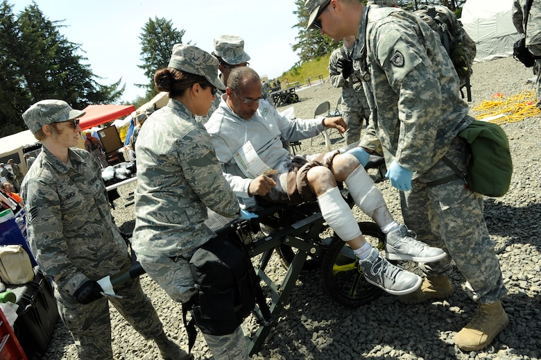 The CBRNE Enhanced Force Response Force Package (CERFP) members from the Oregon and Kentucky National Guard treat a victim that has been injured during the Cascadia Rising exercise at Camp Rilea, Warrenton, Ore., June 7, 2016. Cascadia Rising scenario is a 9.0 magnitude earthquake along the Cascadia Subduction Zone (CSZ) resulting in a tsunami, testing first responders, emergency management and public safety officials in the Pacific Northwest. (U.S. Air National Guard photo by Tech. Sgt. John Hughel, 142nd Fighter Wing Public Affairs/Released)