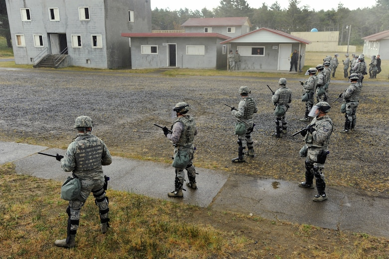 Oregon Air National Guard Security Force members from the 142nd Fighter Wing and 173rd Fighter Wing train together as they establish security search operations at the Camp Rilea training village, Warrenton, Ore., during the Cascadia Rising exercise, June, 10, 2016. Cascadia Rising scenario is a 9.0 magnitude earthquake along the Cascadia Subduction Zone (CSZ) resulting in a tsunami, testing first responders, emergency management and public safety officials in the Pacific Northwest. (U.S. Air National Guard photo by Tech. Sgt. John Hughel, 142nd Fighter Wing Public Affairs/Released)