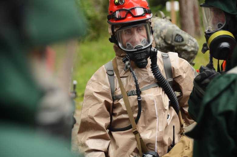 Oregon Air National Guard Capt. Chris Webb, assigned to the 142nd Figher Wing works with recovery teams from Oregon and Kentucky National Guard search and revovery teams during the Cascadia Rising exercise at Camp Rilea, Warrenton, Ore., June 8, 2016. Cascadia Rising scenario is a 9.0 magnitude earthquake along the Cascadia Subduction Zone (CSZ) resulting in a tsunami, testing first responders, emergency management and public safety officials in the Pacific Northwest. (U.S. Air National Guard photo by Tech. Sgt. John Hughel, 142nd Fighter Wing Public Affairs/Released)