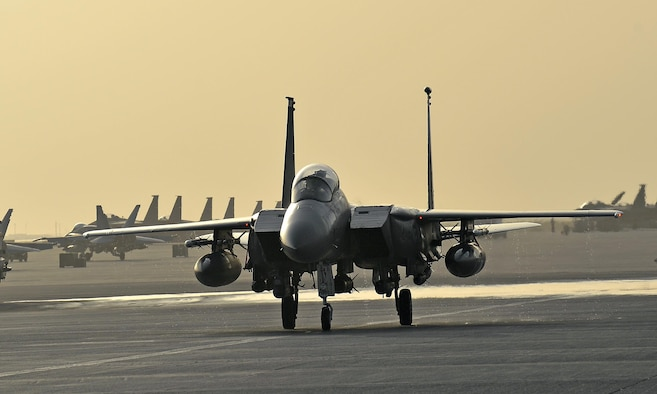 An F-15 taxis on the flight line in an undisclosed location in Southwest Asia. (U.S. Air Force photo by Tech Sgt. Jeff Andrejcik)