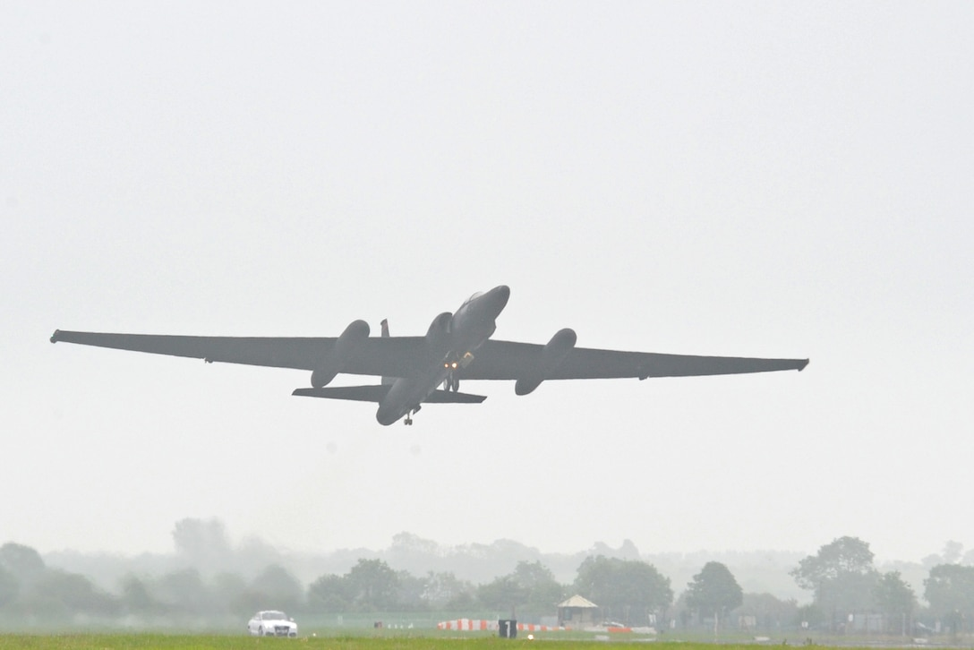 A U-2 Dragon Lady takes off June 9, 2016, at Royal Air Force Fairford, Gloucestershire, England. The jet was met by an en route recovery team (ERT) in England to transition aircraft from and to Beale Air Force Base, California, and forward operating locations (FOL). The ERT is used like a pit crew at the midway point in Fairford, ensuring the aircraft are prepared to make it to their next destination. (U.S. Air Force photo by Senior Airman Ramon A. Adelan)