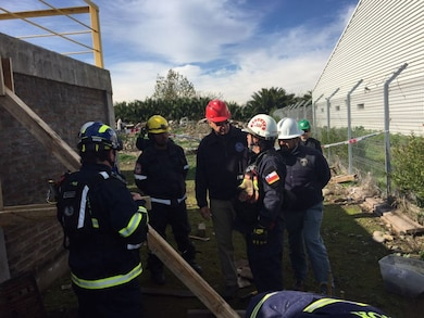 At the invitation of the Chilean Army's Ground Operations Command (COT), a delegation from the United States Army Corps of Engineers (USACE), South Pacific Division, visited Chile for the first time to conduct training activities based on its Urban Search and Rescue Program, which the Military deploys in emergencies and disasters.