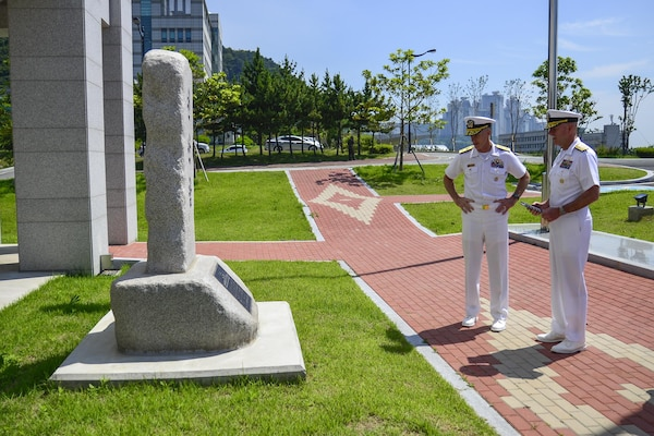 160617-N-SR567-027 BUSAN, Republic of Korea (June 17,