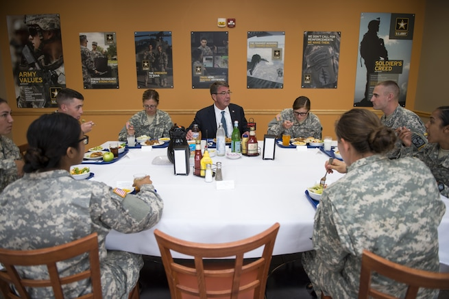Defense Secretary Ash Carter shares a meal with Army ROTC cadets attending the Cadets Leader Course at Fort Knox, Ky., June 22, 2016. DoD photo by Air Force Staff Sgt. Brigitte N. Brantley