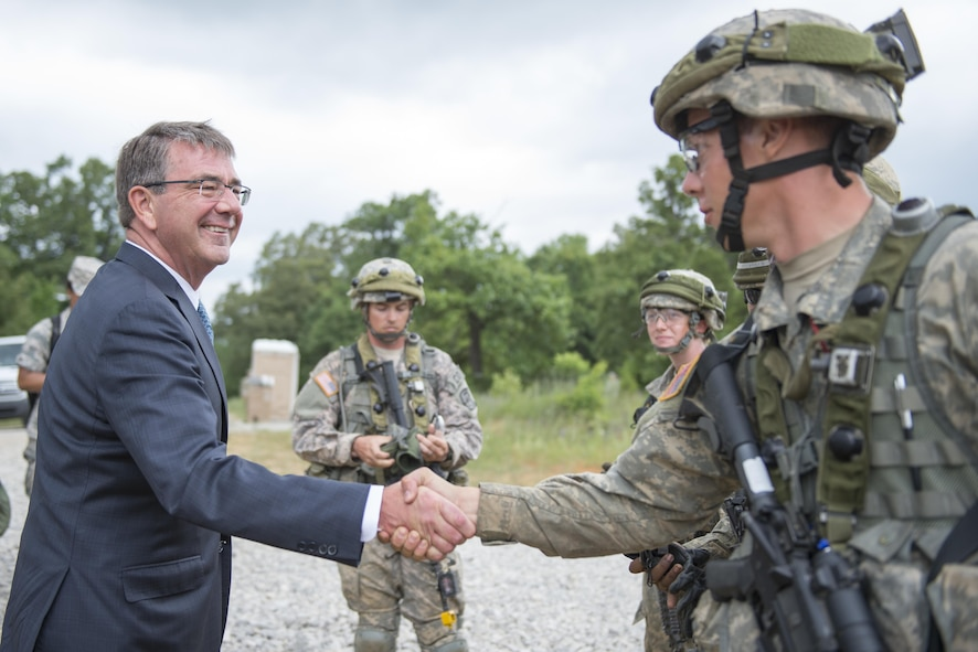 Defense Secretary Ash Carter meets with Army ROTC cadets attending the Cadets Leader Course at Fort Knox, Ky.