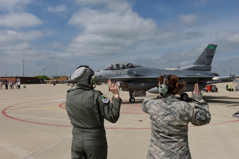 Honorary 2nd Lt. Ashleigh Hunt and U.S. Air Force Master Sgt. Kathryn L. Dorhmann, a crew chief assigned to the 180th Fighter Wing, launch an F-16 Fighting Falcon May 26, 2016 during Pilot for a Day, a program supporting children and young adults who live with chronic or life-threatening illnesses. The Pilot for a Day program allows the 180FW to give back to the local community, whose enduring support for the Airmen makes the 180FW mission possible. (U.S. Air National Guard photo by Staff Sgt. Shane Hughes)