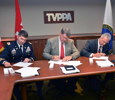 CHATTANOOGA, Tenn. (June 29, 2016) —The U.S. Army Corps of Engineers, Nashville District joined forces with the Southeastern Power Administration,  the Tennessee Valley Authority, the Tennessee Valley Public Power Association, Inc., and their preference customers on June 27, at a ceremonial signing of a Memorandum of Agreement in Chattanooga, Tenn.