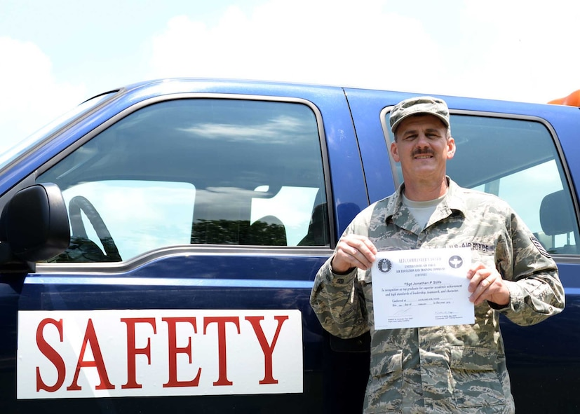 TECH. SGT JONATHAN STILLS DISPLAYS HIS CERTIFICATE FOR TOP GRADUATE FROM THE BASIC SAFETY APPRENTICE COURSE HELD AT LACKLAND AFB, TX.  STILLS SCORED HIGHEST OVERALL ON TESTS AND ASSIGNED PROJECTS. (U.S. AIR NATIONAL GUARD PHOTO BY STAFF SGT. DAN GAGNON, 134 ARW PUBLIC AFFAIRS)