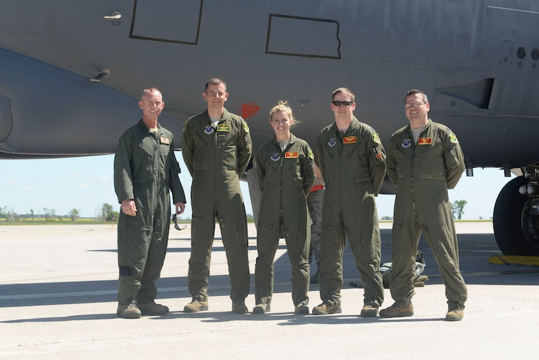 "Chief Master Sgt. Geoff Weimer, left, poses with the aircrew from his ""fini-flight"" at Minot Air Force Base, N.D., June 23, 2016. Weimer retired from active duty June 24 after 29 years of service to the Air Force.  (U.S. Air Force photo/Airman 1st Class Jessica Weissman)"