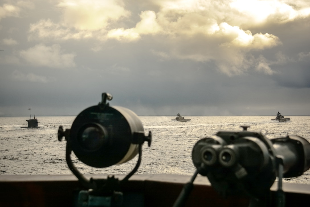 Norwegian vessels patrol with a Dutch submarine in Arctic waters