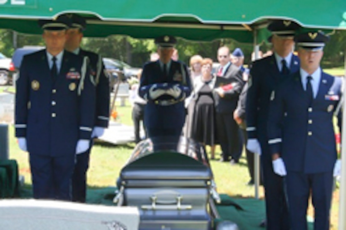 117th Air Refueling Wing Honor Guard, Birmingham, Alabama perform graveside funeral detail. (U.S. Air National Guard photo by 117 ARW Honor Guard/Released)