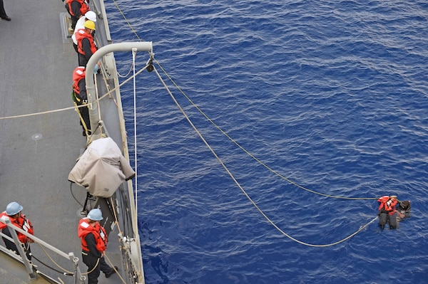 160125-N-KM939-603