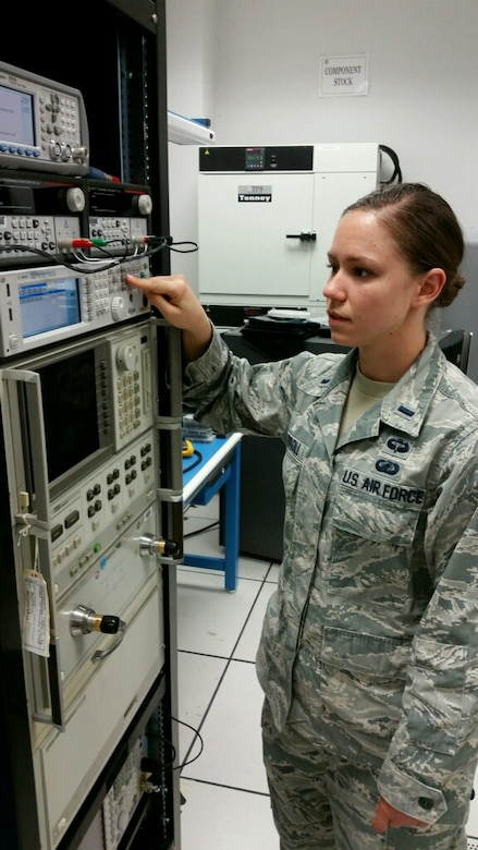 1st lt katherine carroll air force research laboratory engineer works at her afrl