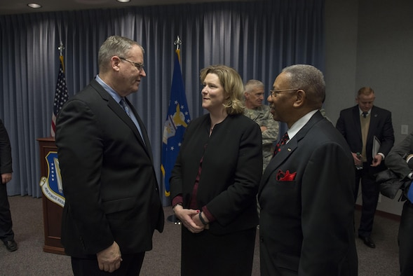 Deputy Defense Secretary Bob Work speaks with City of Dayton Mayor Nan Whaley, center, after speaking to a group of students from the local Dayton, Ohio, area during a 'Week at the Labs event at Wright-Patterson Air Force Base, Ohio, March 3, 2016. (DoD photo/Air Force Senior Master Sgt. Adrian Cadiz.)