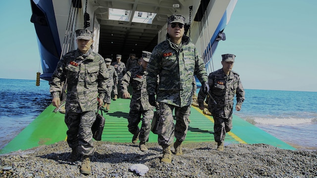 Lt. Gen. Sang-Hoon Lee, commandant of the Republic of Korea Marine Corps, tours Dogu Beach, Republic of Korea, March 10, 2016, during the rehearsal for an amphibious assault in support of Exercise Ssang Yong 16. Ssang Yong is a biennial military exercise focused on strengthening the amphibious landing capabilities of the Republic of Korea, the U.S., New Zealand and Australia.