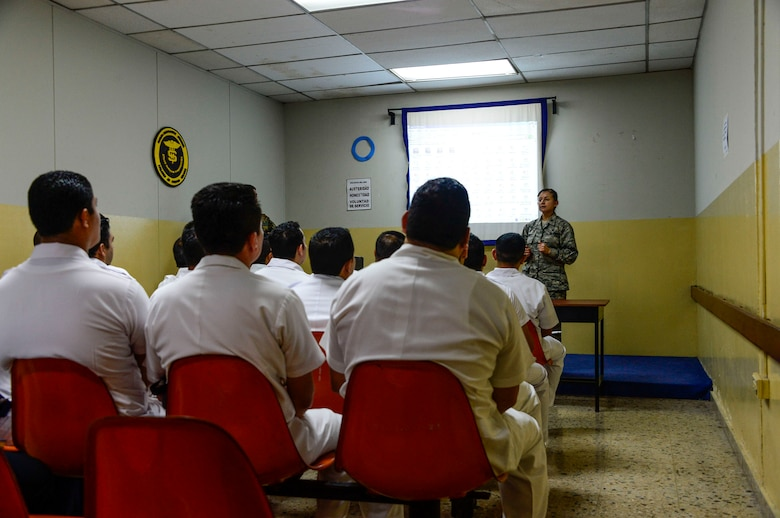 U.S. Air Force Maj. Helda Carey, 12th Air Force (Air Forces Southern) international health specialist, briefs medical technicians in training at Hospital Militar de El Salvador on first responder procedures during a medical subject matter expert exchange in San Salvador, El Salvador, March 11, 2016. Earlier in the week, Carey led a team of Air Force medical professionals in a week-long exchange with Salvadoran medics at Ilopango Air Base.  After the subject matter expert exchange was completed, the team was invited to a share their expertise with members of the Hospital Militar de El Salvador.  (U.S. Air Force photo by Tech. Sgt. Heather R. Redman/Released)