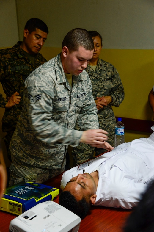 U.S. Air Force Senior Airman Jacob Radford, a medical technician stationed at Joint Base Charleston, S.C., demonstrates how to use an Automatic External Defibrillator to medical technicians in training at Hospital Militar de El Salvador during a medical subject matter expert exchange in San Salvador, El Salvador, March 11, 2016. Earlier in the week, Carey led a team of Air Force medical professionals in a week-long exchange with Salvadoran medics at Ilopango Air Base.  After the subject matter expert exchange was completed, the team was invited to a share their expertise with members of the Hospital Militar de El Salvador.  (U.S. Air Force photo by Tech. Sgt. Heather R. Redman/Released)