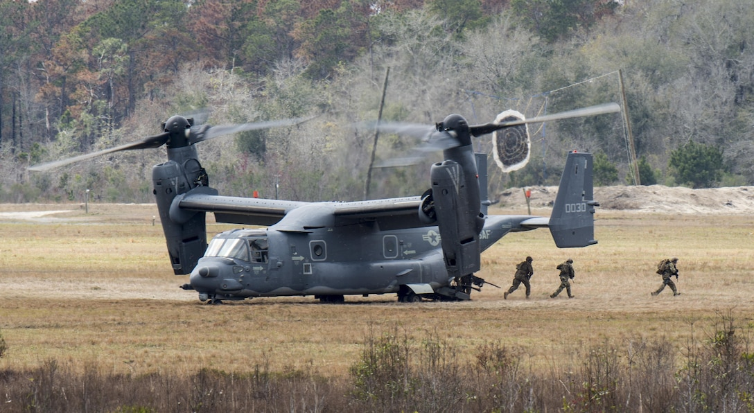 A CV-22 Osprey deploys a tactical air control party onto the ground of Grand Bay Bombing and Gunnery Range at Moody Air Force Base, Ga., Mar. 4, 2016. Multiple aircraft within Air Combat Command conducted joint combat rescue and aerial training that showcased tactical air and ground maneuvers as well as weapons capabilities. (U.S. Air Force photo/Staff Sgt. Brian J. Valencia)