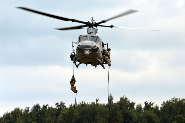 25th Infantry Division 'Raiders' Conduct Helo Training with