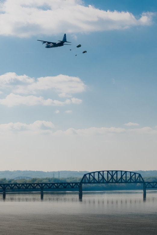 A Kentucky Air National Guard C-130 Hercules transport plane airdrops two bundles of cargo into the Ohio River during the Thunder Over Louisville air show in downtown Louisville, Ky., April 23, 2016. The event drew an estimated crowd of 725,000 spectators to the banks of the Ohio River. (U.S. Air National Guard photo by Maj. Dale Greer)