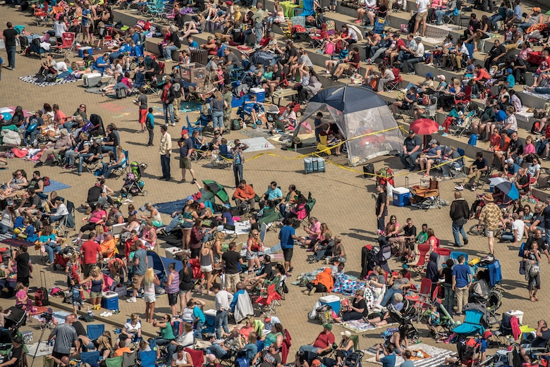 Crowds line the Kentucky bank of the Ohio River in downtown Louisville, Ky., April 23, 2016, during the Thunder Over Louisville air show. The event drew 725,000 spectators. (U.S. Air National Guard photo by Maj. Dale Greer)