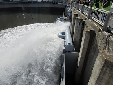 Circular cool water spray at upstream end of Lower Granite Dam adult fish ladder. U.S. Army Corps of Engineers photo.