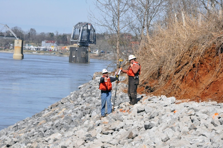 Crews from the Choctaw Transportation, Inc. from Dyersburg, Tenn., cleared and prepared the bank along the Cumberland River in Clarksville, Tenn., and used barges equipped with backhoe tractors to place a layers of geotextile fabric and riprap with limestone rock to stabilize the eroding bank.  The U. S. Army Corps of Engineers Nashville District and the city of Clarksville celebrated the completion of the Riverside Drive Stream Bank Stabilization Project today during a ceremony at Freedom Point in Liberty Park.