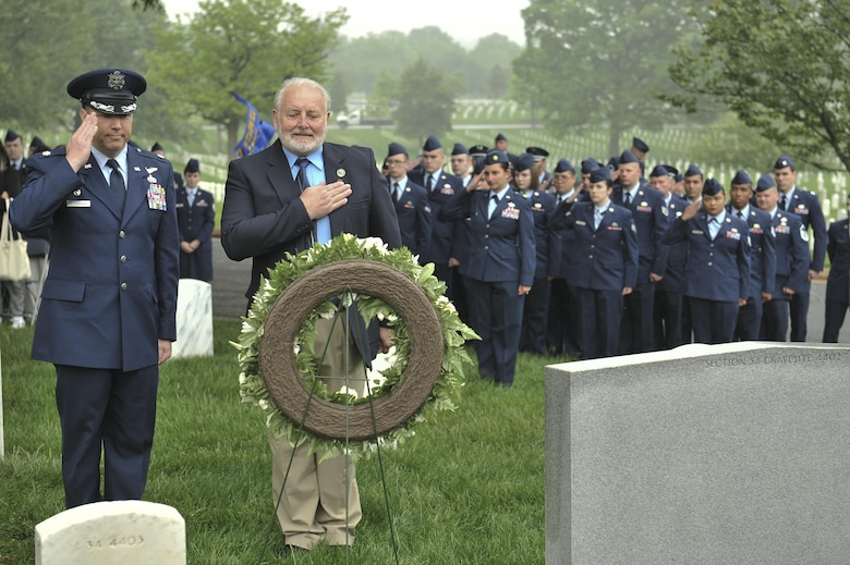 "Lt. Col. Timothy Richardson, 94th Intelligence Squadron commander, and retired Chief Master Sgt. Tom Nurre pay their respects during a Baron 52 wreath-laying ceremony May 11, 2016 at Arlington, Va. In attendance were several other 6994th Security Squadron ""Cougars"" and 361st Tactical Electronic Warfare Squadron veterans to watch as Nurre and 94th IS laid a wreath next to gravesite 4402. A communal gravesite for the squadrons' lives lost in Laos during the war. (U.S. Air Force photo/Staff Sgt. Alexandre Montes)"