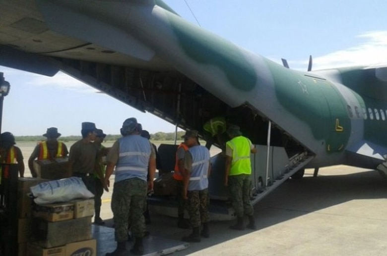 The Brazilian Air Force brought humanitarian aid to the city of Manta for the victims of the 7.8-magnitude earthquake that struck Ecuador on April 16th. [Photo: SICOFAA]