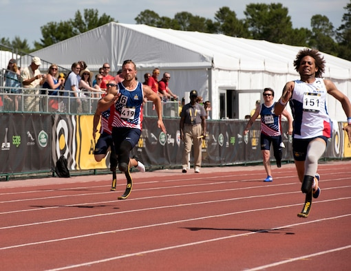 Staff Sgt. Gideon Connelly, left, and France's Michael Mayali sprint during the men's 200-meter dash at the Invictus Games at the ESPN Wide World of Sports Complex in Orlando, Fla., May 10, 2016. Mayali earned the silver medal, and Connelly, a member of the Maryland Air National Guard, took the bronze medal. (Defense Department photo/Roger Wollenberg)