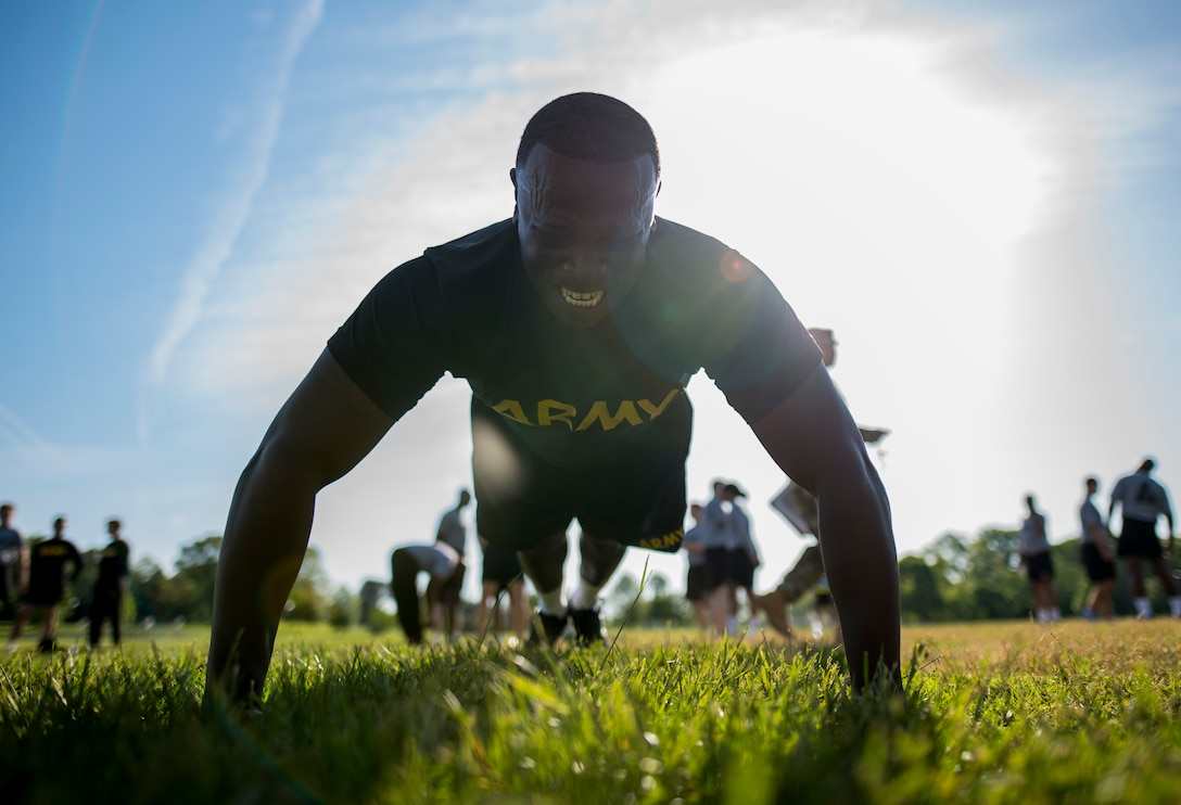 U.S. Army Sgt. 1st Class Desmond Burgess, a U.S. Army Reserve IT professional for the 200th Military Police Command's headquarters, completes a set of push-ups during the Army Physical Fitness Test in Fort Meade, Md., May 14, 2016. (U.S. Army photo by Master Sgt. Michel Sauret)