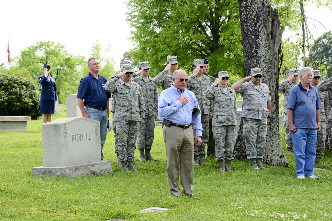 "Members from the 117th Air Refueling Wing conduct an annual ceremony at the gravesite of Thomas ""Pete"" Ray as Lt. Col.Michael Metcalf laid a wreath in his honor. . (U.S. Air National Guard photo by: Senior Master Sgt. Ken Johnson/Released)"