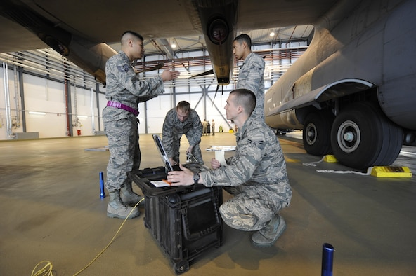Tech. Sgt. Roscoe Tamondong, 86th Maintenance Group NCO in-charge instructor element (left), gives Airmen in the crew chief training course guidance on performing tire pressure checks on a C-130J Super Hercules May 17, 2016 at Ramstein Air Base, Germany. Tamondong is one of four training instructors assigned to the 86th MXG. (U.S. Air Force photo/Staff Sgt. Leslie Keopka)