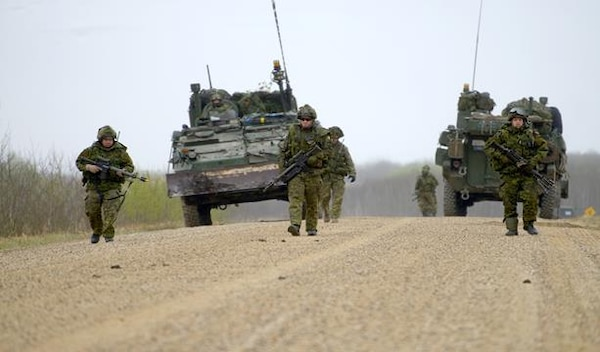 Members from 5 Canadian Mechanized Brigade Group dismount and conduct mine clearance drills in the training area of 3rd Canadian Division Support Group, Wainwright, AB during the main thrust of the advance party for Exercise MAPLE RESOLVE 15, 6 May 15.
