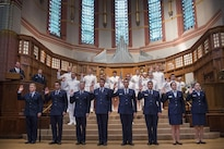 Defense Secretary Ash Carter administers the oath of office to Air Force and Navy ROTC students during a commissioning ceremony at Yale University in New Haven, Conn., May 23, 2016. DoD photo by Air Force Senior Master Sgt. Adrian Cadiz