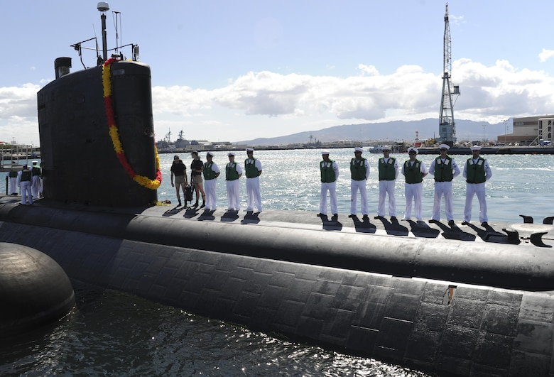 U.S. Sailors stand topside aboard the Los Angeles-class fast-attack submarine USS Tucson (SSN 770) as the ship moors in Pearl Harbor, Hawaii, after the successful completion of a regularly scheduled Western Pacific deployment May 24, 2016. (U.S. Navy photo by Mass Communication Specialist 2nd Class Shaun Griffin)