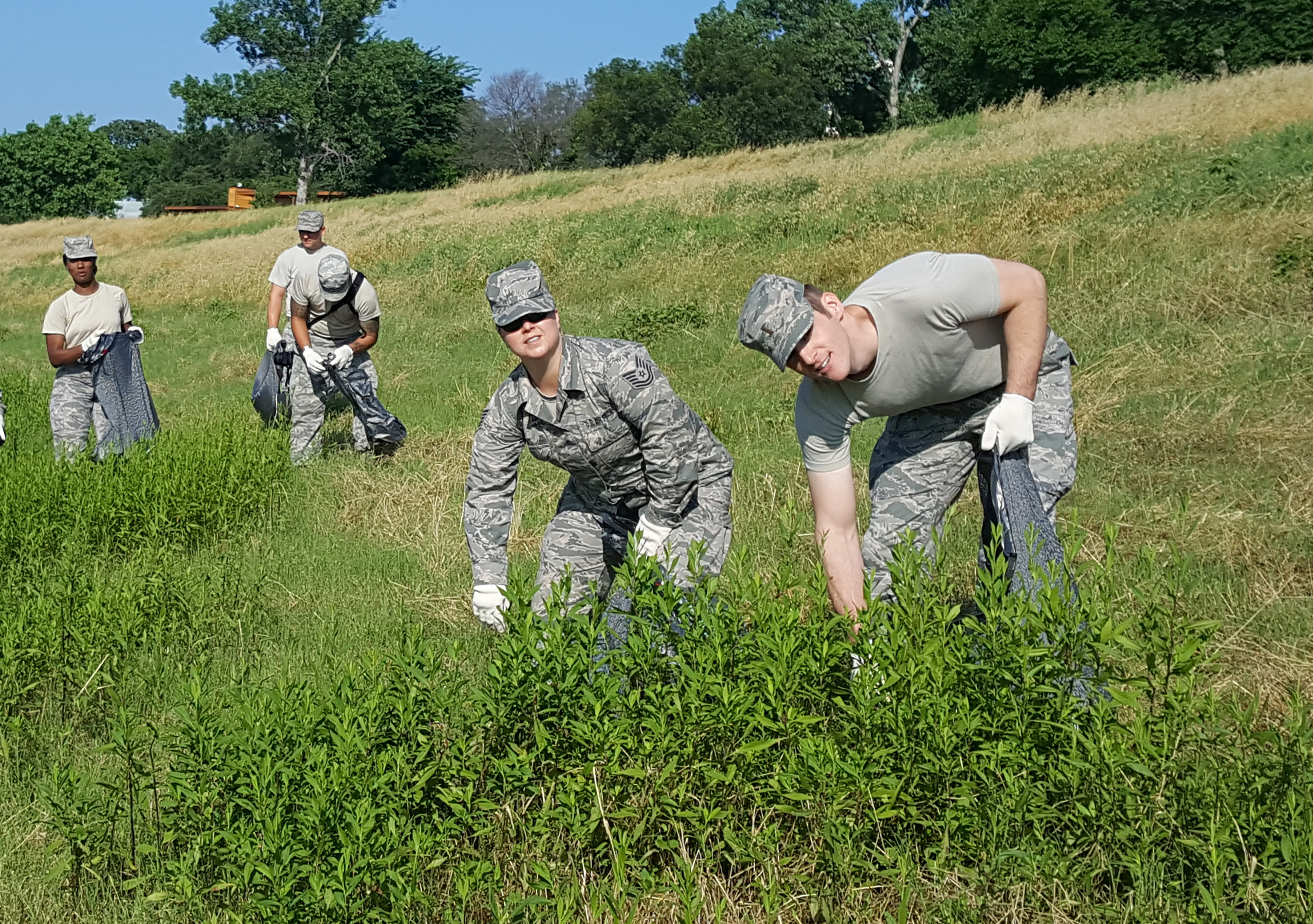 Texas Air National Guardsmen clean up Trinity River
