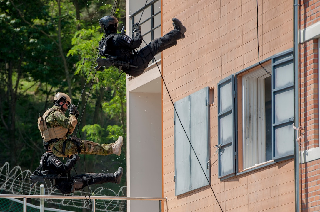 South Korean air force military police and an explosive ordnance disposal member rappel during a demonstration of managing improvised explosive devices during a mock terrorism situation at an IED training center on a South Korean Air Force Education Training Command base, South Korea, May 18, 2016. The demonstration was part of combined joint IED disposal training, which allowed U.S. and South Korean EOD technicians to come together to share tactics and techniques. (U.S. Air Force photo/Staff Sgt. Jonathan Steffen)